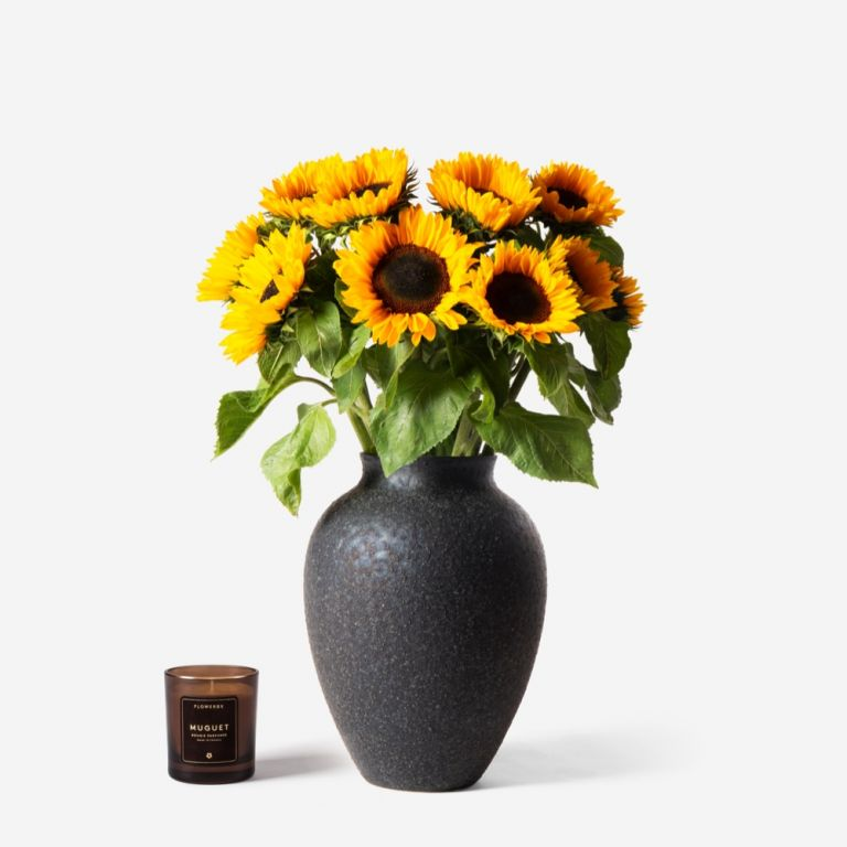 10 stems in a Medium Mayfair Onyx vase