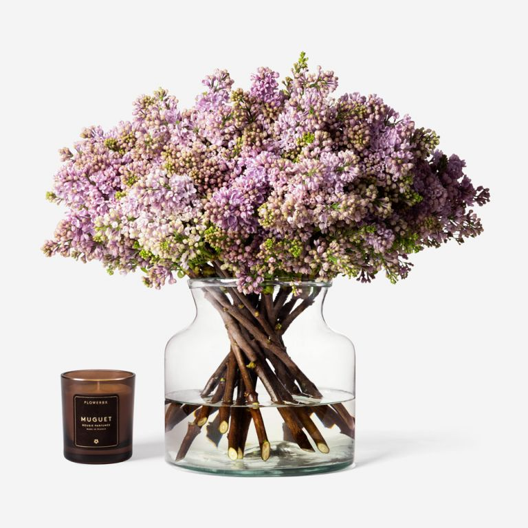 20 stems in a Wide Apothecary vase